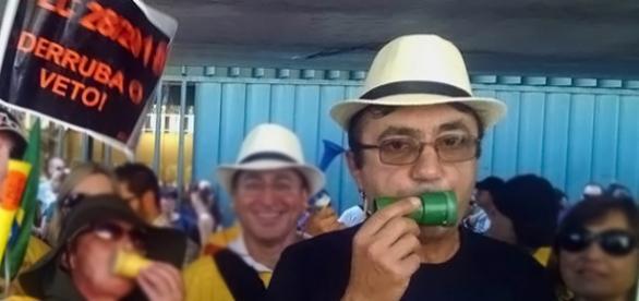 Elcio Kozminski em manifestação na Câmara
