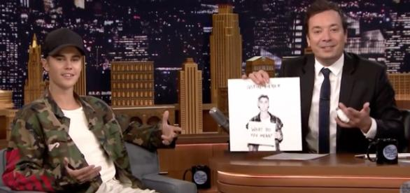 Justin Bieber no The Tonight Show com Jimmy Fallon