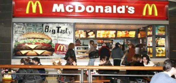 Mcdonald's en un centro comercial.