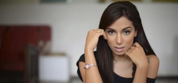 Anitta está na mira de Aguinaldo Silva