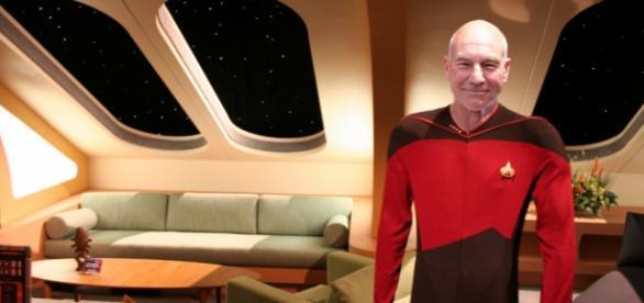 Cap. Jean Luc Picard Comandante da Interprise.