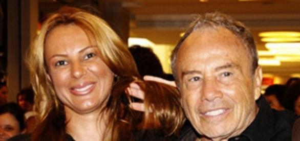 Stênio Garcia aparece bem à vontade nas fotos