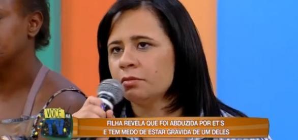 Na RedeTV!, mulher diz que engravidou de ET