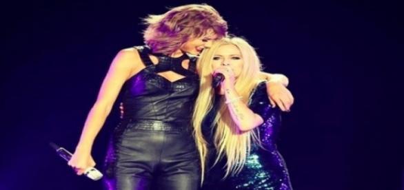 """Taylor e Avril cantaram o sucesso """"Complicated"""""""