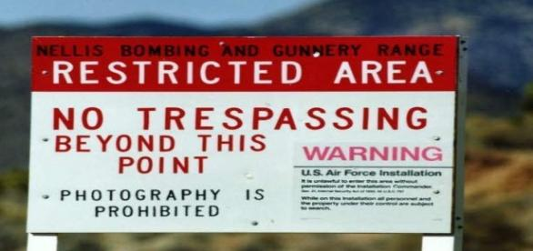 Avvertimenti sul confine dell'Area 51