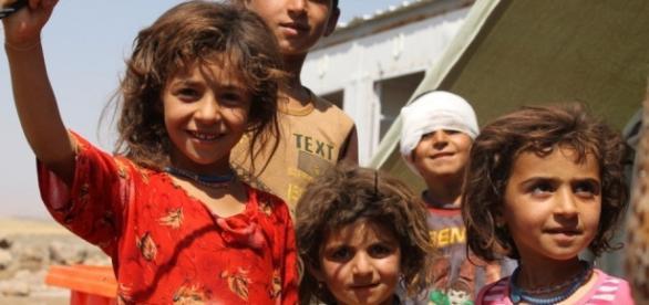 Copii dintr-o tabără de refugiaţi