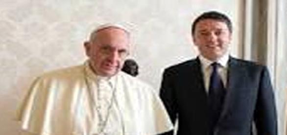 Il Papa e Renzi abbracciano gli immigrati