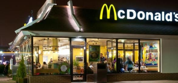 Menina ficou ferida no restaurante McDonald's.