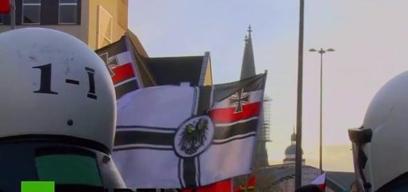 Krzyżackie sztandary i prowokowanie policji