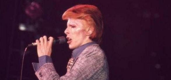 A murit legendarul star rock David Bowie