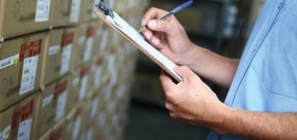Cargo de Auxiliar de Estoque exige Ensino Médio