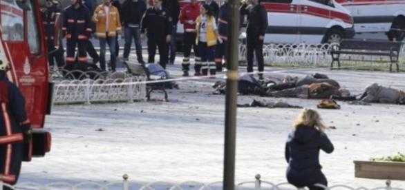 Imagine de la locul atentatului