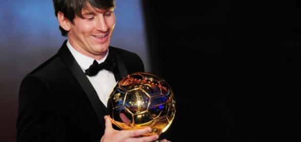 Messi ganha bola de ouro - Imagem: Google