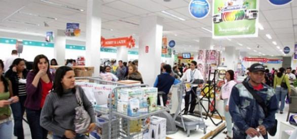 Pessimismo do brasileiro e baixo poder de compra