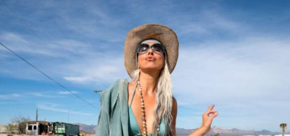 A bela Yazemeenah Rossi, de 60 anos de idade.