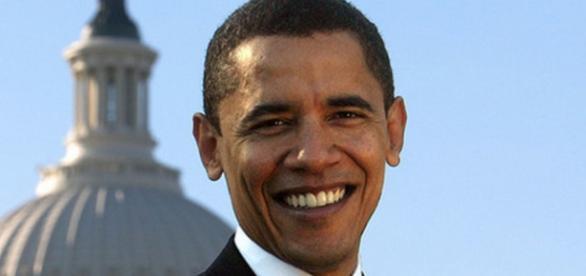 Barack Obama con alle spalle la Casa Bianca