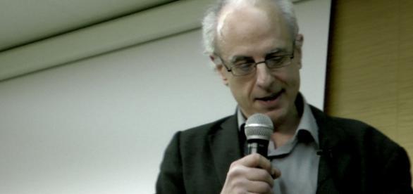 David Ost podczas wykładu w Warszawie.