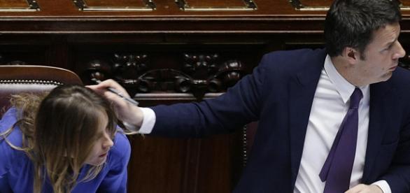 Immagine di Boschi e Renzi in Aula.