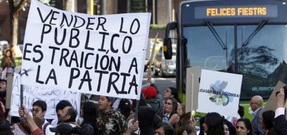 Manifestación en contra de la venta de Isagen