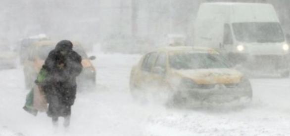 Încep ninsorile și viscolul în România