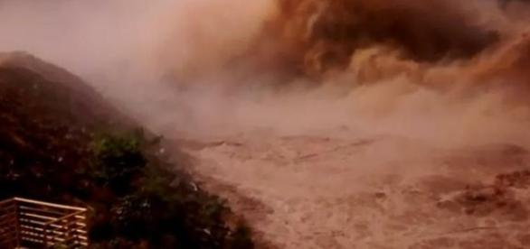 Lama que destruiu casas e matou pessoas