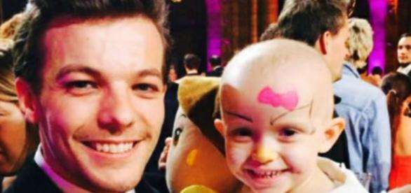 Louis Tomlinson com uma criança doente