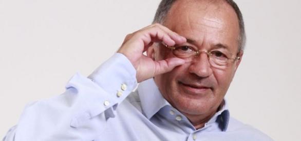 Sorin Roșca Stănescu a scris trei cărți.