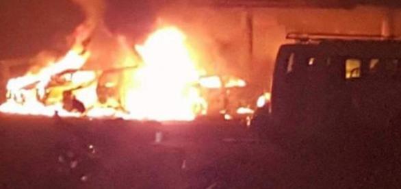 Coches incendiados por los coche bombas.