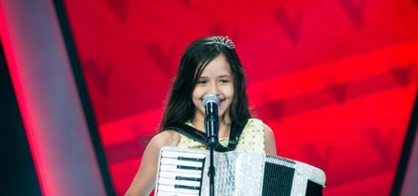 Laís Amaro no palco do The Voice Kids