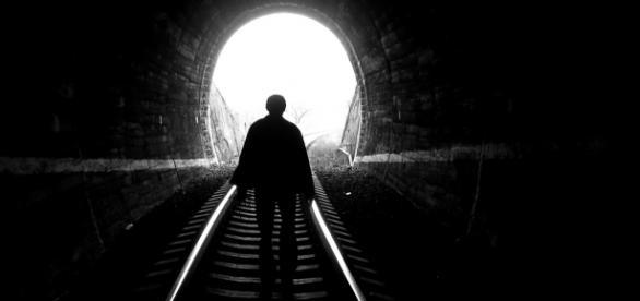 Algumas pessoas relatam que passam por túnel negro
