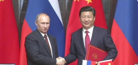 Russos e chineses se unem para enfrentar a OTAN