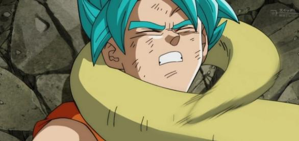 Goku perdiendo la pelea contra Golden Freezer