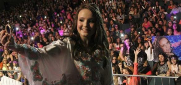 Larissa Manoela faz show em Recife