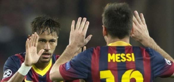 Neymar celebra un gol del Barça con Messi.