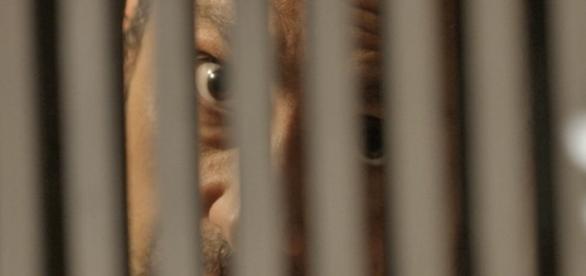 Romero vai preso em 'A Regra do Jogo'.