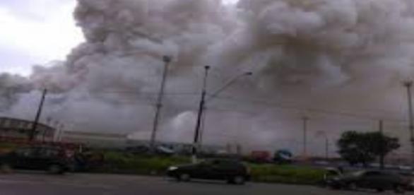 Fumaça tóxica em Guarujá, SP (Foto:Reprodução