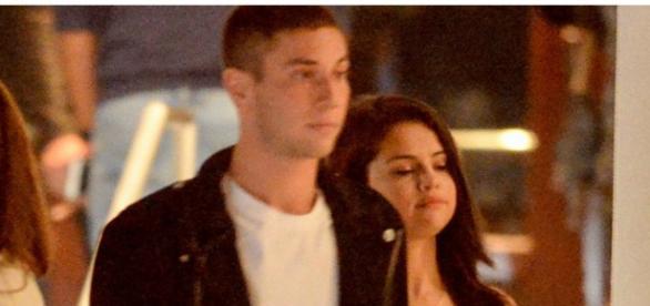 Selena Gomez com modelo Samuel Krost.