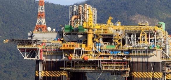 Uma das muitas plataformas off shore da Petrobras