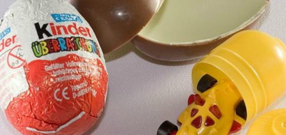 Brinquedo de ovo Kinder na morte de menina