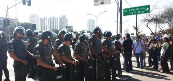 Forças policiais preparam-se para a manifestação.
