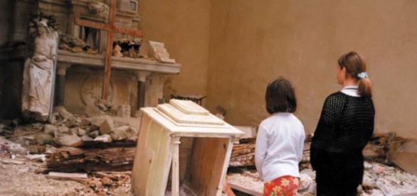 Templos profanados y destruidos en la zona