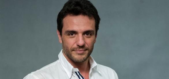 Rodrigo Santoro é Ernesto em 'Velho Chico'