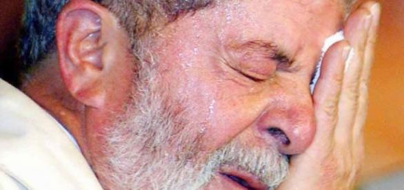 Lula, demonstrando preocupação.