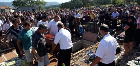 Comoção marca sepultamento de sargento