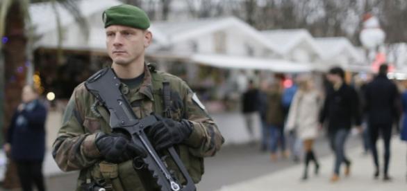 Francja prosi o pomoc w walce z terroryzmem