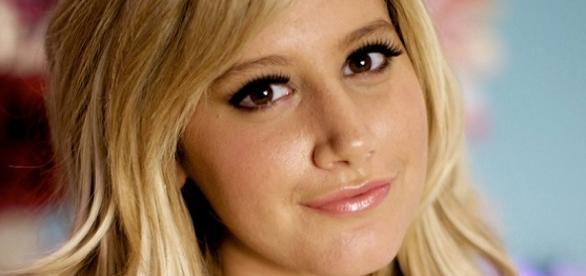 Ashley Tisdale faz parceria com Avril e Demi
