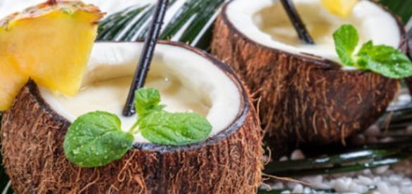 Disfruta de cocteles tropicales en el caribe