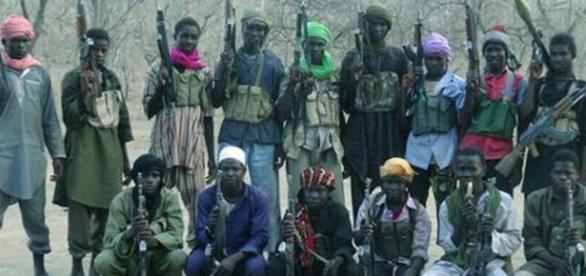 Foto de um grupo de militantes do Boko Haram