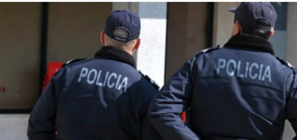 Políciais prenderam os pais da criança