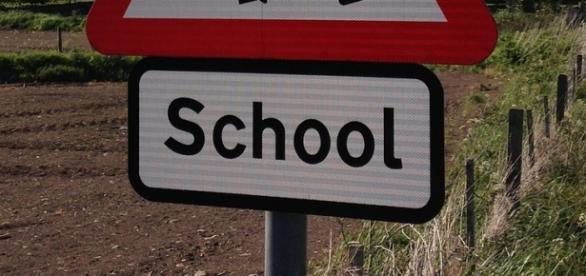 Cartello utile per andare a scuola